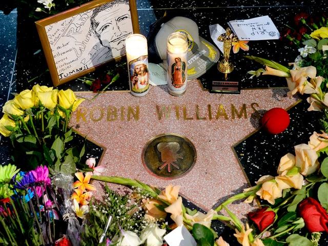 Williams Stern auf dem Walk of Fame in Hollywood ist mit Blumen und Kerzen belegt