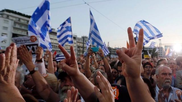 Dets en l'aria, bandieras da la Grezia