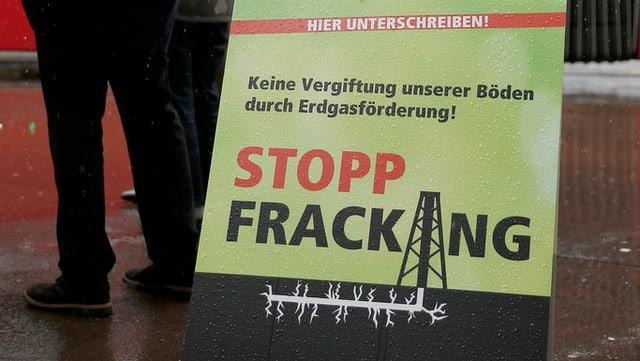 Ein Plakat der Berner Grünen mit der Aufschrift «Stopp Fracking»