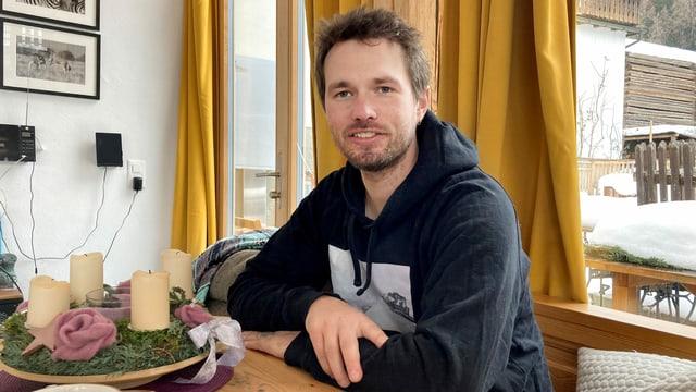 Lukas Züst am Tisch