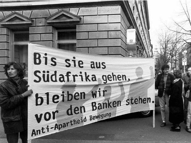 Demonstration gegen Bankengeschäfte in Südafrika