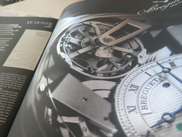 Uhrwerk in einem Prospekt