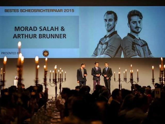 Beste Handballschiedsrichter der Schweiz: Brunner und Salah bei der Ehrung.