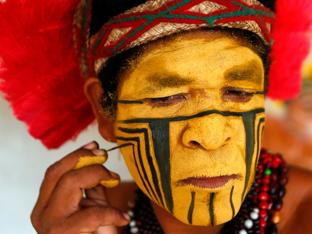 Ein Ureinwohner aus Brasilien