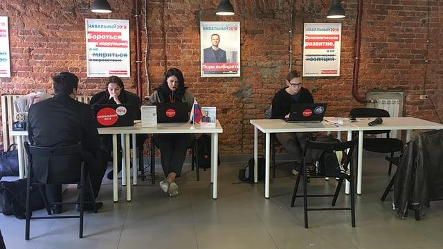 Nawalnys junge Unterstützer bei der Arbeit.