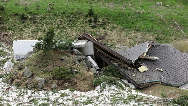 Dieses Chalet wurde durch eine Lawine zerstört.