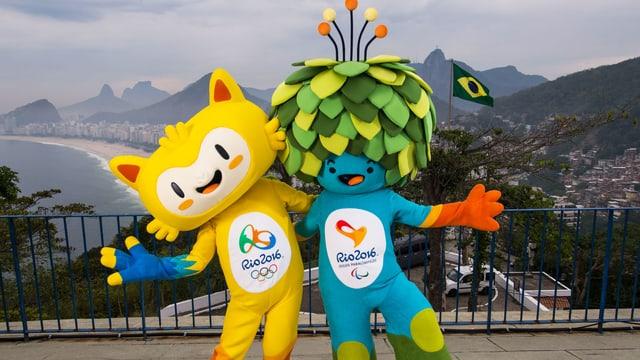 Zwei Personen verkleidet als gelbe Comic-Katze und als blaues Männchen mit Blättern als Haar.