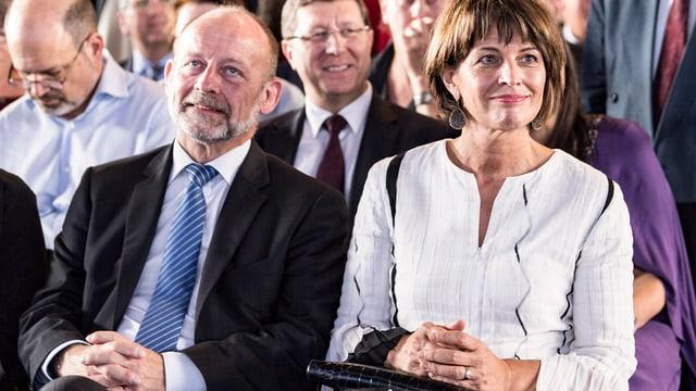 Dominique de Buman (links) sitzt neben Doris Leuthard.