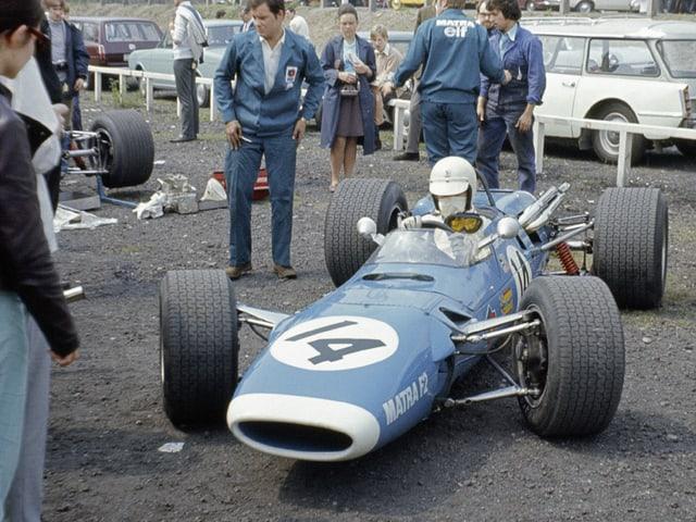 Rennvorbereitung von Johnny Servoz-Gavin in seinem Matra MS7-Cosworth FVA für die XVI London Trophy F2 (1968).
