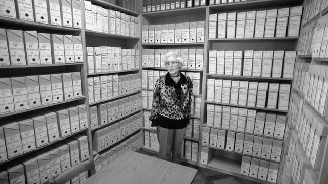 Marthe Gosteli in ihrem Archiv
