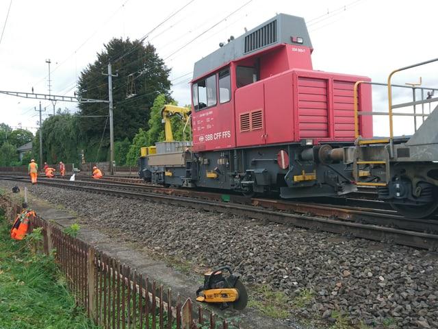 Zugslokomotive auf dem Bahntrassee.