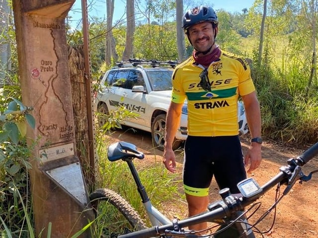 Fred auf der Reise mit seinem Mountainbike.