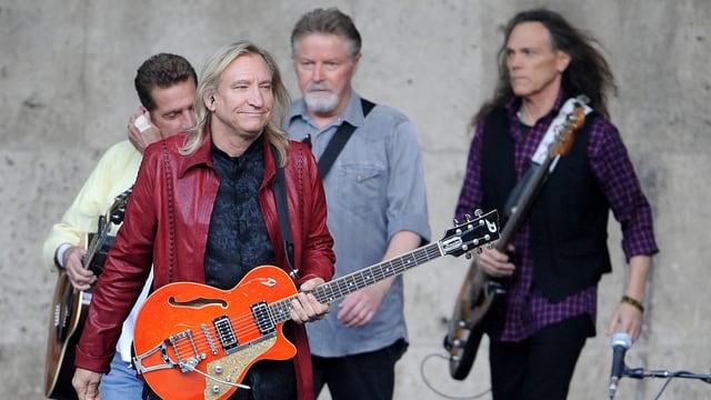 Die Musiker der US-amerikanischen Musikgruppe «Eagles»: Im Hintergrund Glenn Frey, Don Henley und Timothy B. Schmit (v.l.n.r.) und im Vordergrund Joe Walsh.