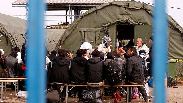 Im Camp in Opatovac warten Flüchtlinge auf die Registrierung.