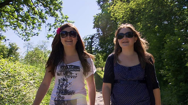 Video «Kämpferherzen - Patricia und Anja kämpfen für eine Lehrstelle» abspielen