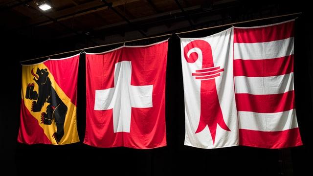 Berner, Schweizer und Jurassische Fahne