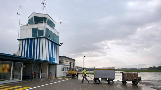Der Tower beim Flughafen Altenrhein.