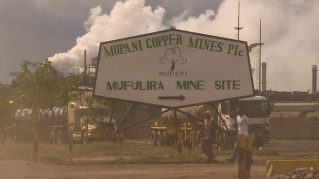 Schild einer Kupfermine in Sambia.
