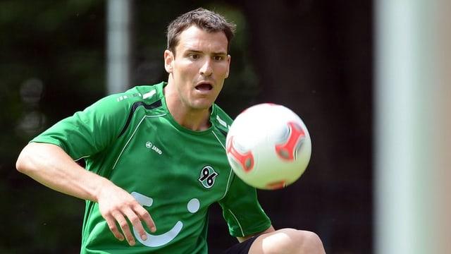 Mario Eggimann hat sich bei Hannover 96 einen Stammplatz erkämpft.