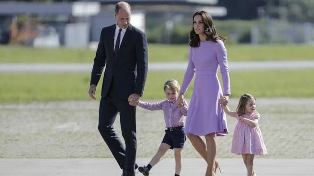 Prinz William (links) und sein Bruder Harry haben sich offenbar auseinandergelebt.