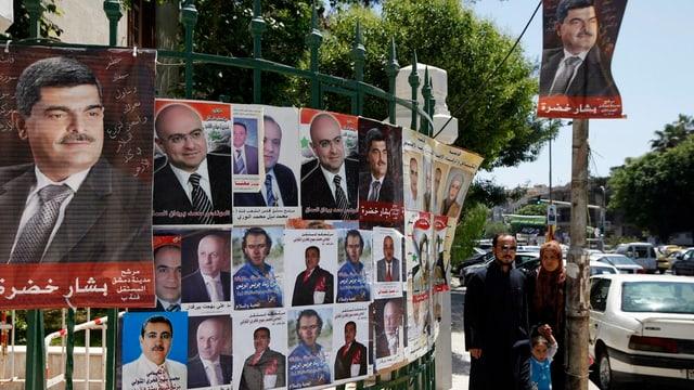 Placats electorals en la Siria.