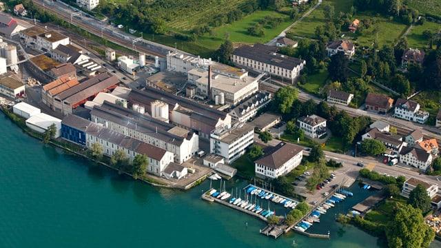Das Areal der chemischen Fabrik in Uetikon aus der Vogelperspektive