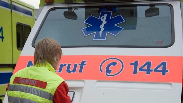 Ein Krankenwagen mit der Aufschrift 144.