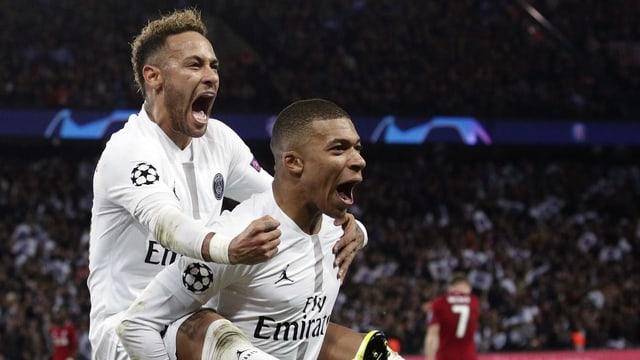 Neymar und Mbappé jubeln.