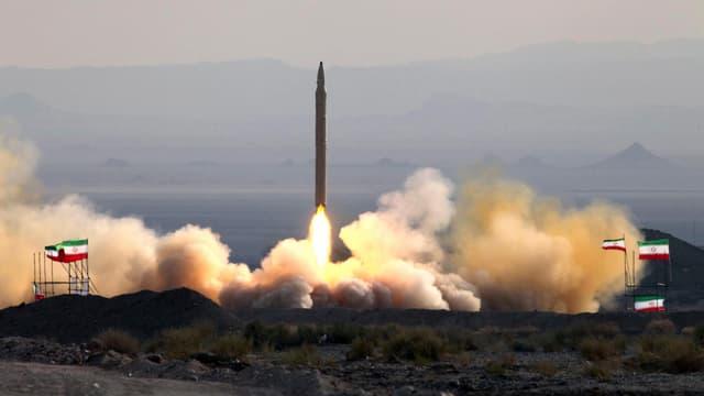 Die startende Qiam-1 Rakete.