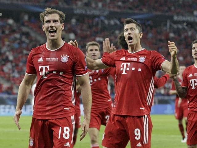 Die Bayern bejubeln das zwischenzeitliche 1:1 durch Leon Goretzka.