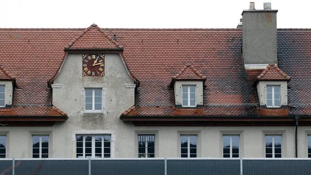 Ansicht der Fassade des Jugendheims Prêles.