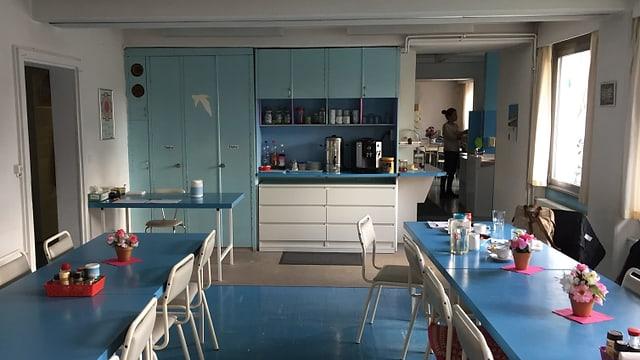 Blaue Möbel in Küche