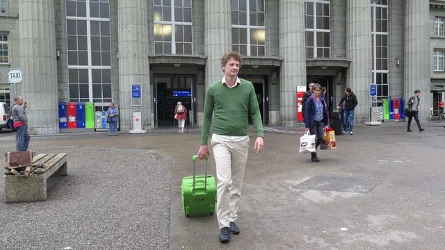 Christoph Simon beim Bahnhof.