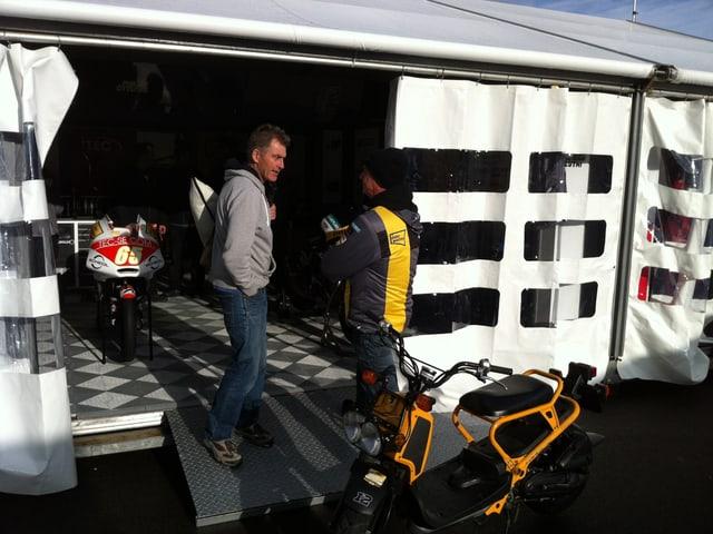 Das Zelt von Mugello: Hier wird die Maschine von Tom Lüthi fürs Renn-Wochenende getrimmt.