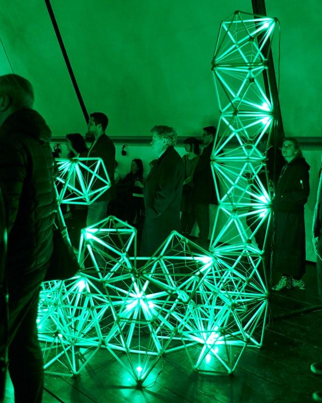 Die «Green lights» werden von Flüchtlingen und Besuchern gebaut.