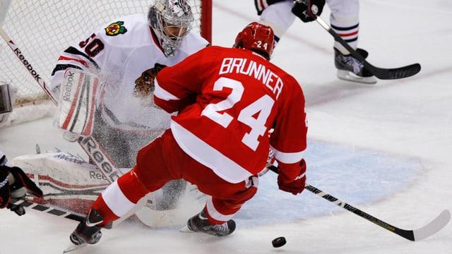 Damien Brunner, hier im Dress der Red Wings, bleibt ruhig.