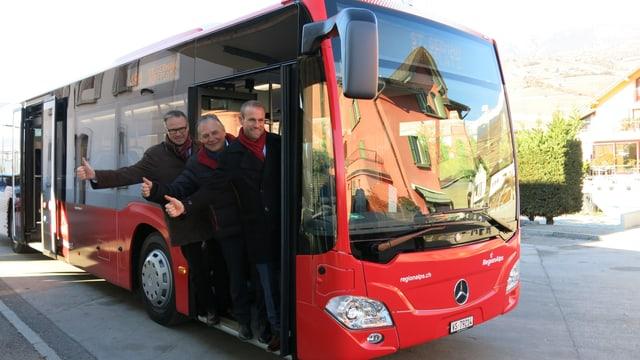Neuer rot-weisser Bus von RegionAlps.