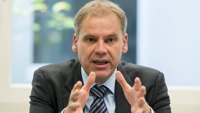 Patrick Mathys anlässlich einer Pressekonferenz zum Thema Ebola