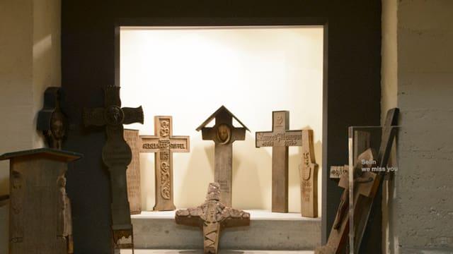 Kreuze im Krematorium Sihlfeld