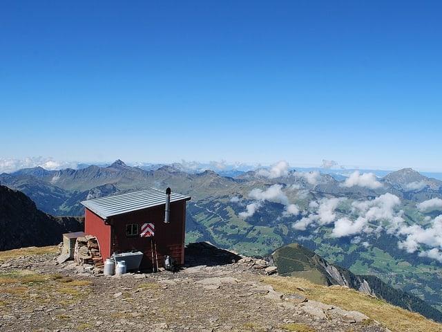 Blick auf die Hütte Refuge de Chalin in den Walliser Alpen