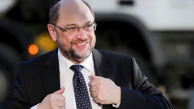 Schulz im Anzug.