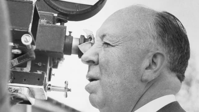 Mann hinter der Filmkamera
