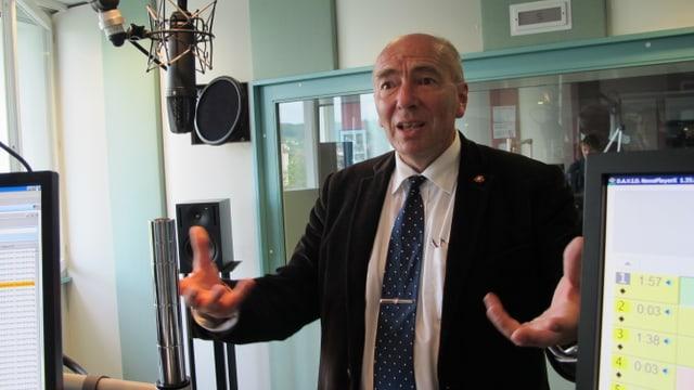 Historiker Jürg Stüssi-Laufenburg im Radio SRF Studio