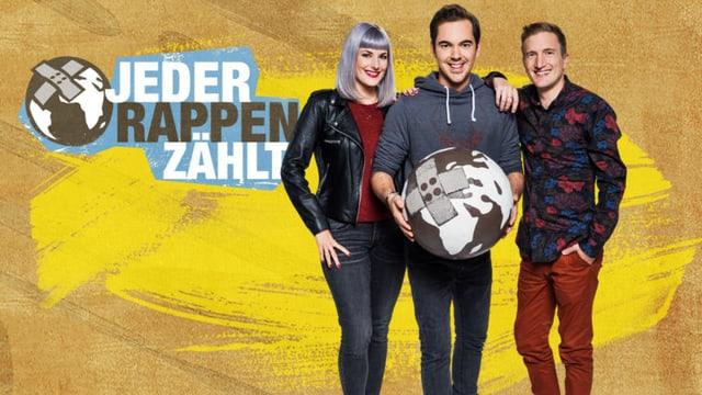 «Jeder Rappen zählt»-Team mit Tina Nägeli, Fabio Nay und Stefan Büsser. Vor gelber Wand mit JRZ-Logo. Fabio Nay hält einen Globus mit einem Heftpflaster drauf in der Hand.