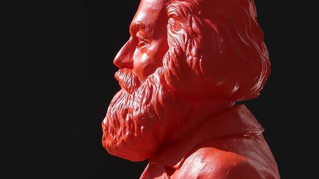 Roter Kopf mit Bart.