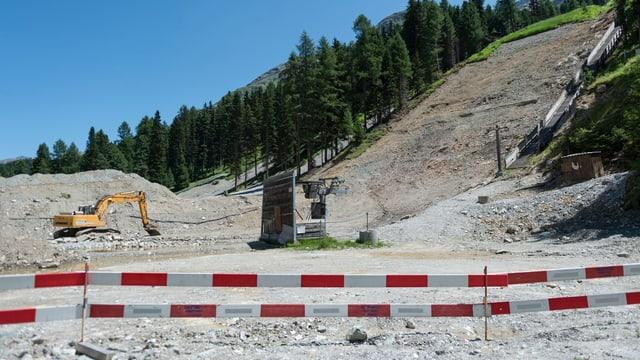 Bauarbeiten für neue Skisprungschanze.