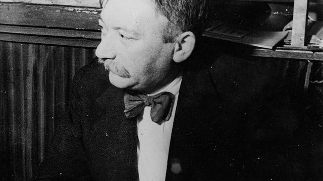 Schwarz-weiss Porträt von Joseph Roth.