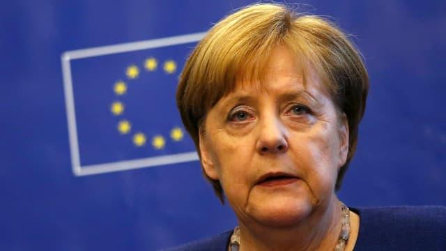 Merkel vor EU-Flagge