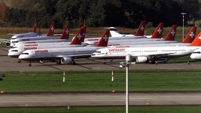 Flugzeuge auf dem Flughafen.