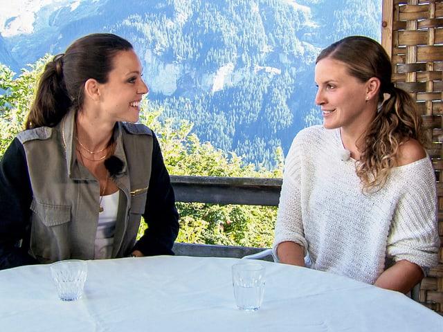 Moderatorin Kiki Maeder im Gespräch mit Annina Dähler.
